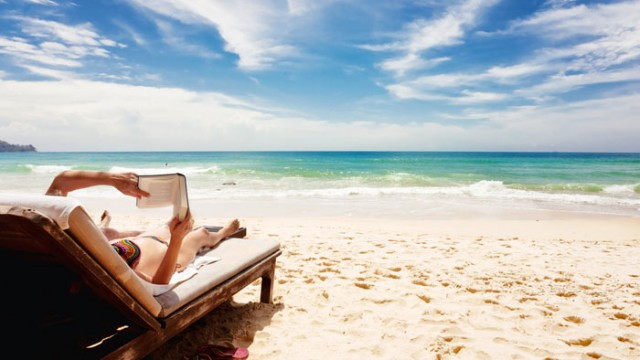 9 BEACH READS FOR AMBITIOUS PEOPLE
