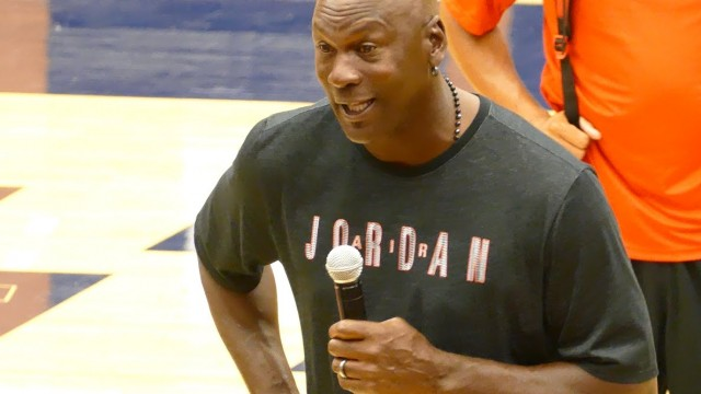 "Michael Jordan Says He'd Beat LeBron 1-on-1 In His Prime, All-Time Bulls ""Would've Killed"" All-Time Lakers & More!"