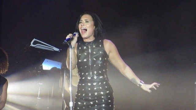 "Demi Lovato Covers Adele's ""Hello"" | Seattle's Fall Ball"