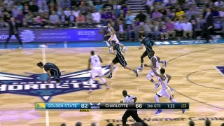 Stephen Curry Drops 28 in the Third Quarter